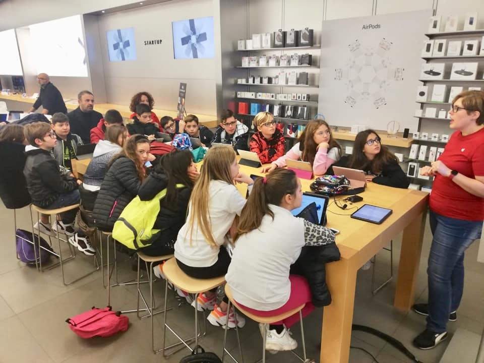 1 sez. C Scuola Secondaria di I° grado ad indirizzo digitale presso Apple Campania laboratorio arte [..]